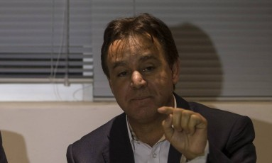 O presidente nacional do PEN, Adilson Barroso, durante entrevista coletiva Foto: Alexandre Cassiano / Agência O Globo
