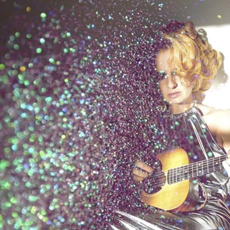 Solta a voz. A cantora Letrux se apresenta sábado no High Line, nova atração do Shopping Tijuca Foto: Divulgação/Rodrigo Bastos