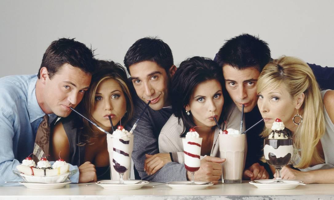 Jennifer Aniston foi a inesquecível Rachel Green em 'Friends', entre 1994 e 2004. Na foto com Matthew Perry (Chandler Bing), David Schwimmer (Ross Geller), Courteney Cox (Monica Geller), Matt LeBlanc (Joey Tribbiani) e Lisa Kudrow (Phoebe Buffay) Foto: NBC / NBCU Photo Bank