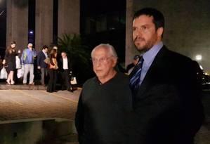 O advogado José Yunes (de óculos) Foto: Gustavo Schmitt / Agência O Globo 01/04/2018