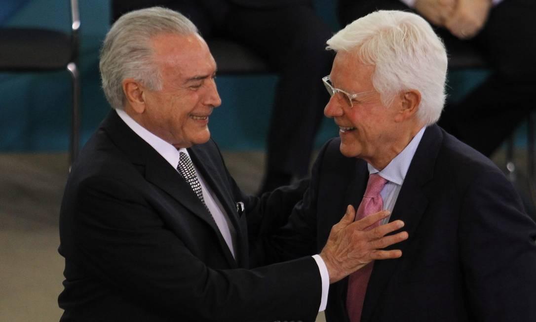 Michel Temer dá posse a Moreira Franco no Ministério de Minas e Energia Foto: Jorge William / Agência O Globo/Arquivo