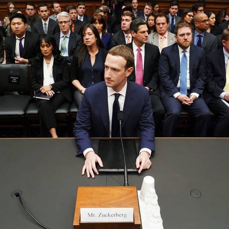CEO do Facebook depõe ao Congresso dos EUA sobre escândalo de dados Foto: Andrew Harnik / AP