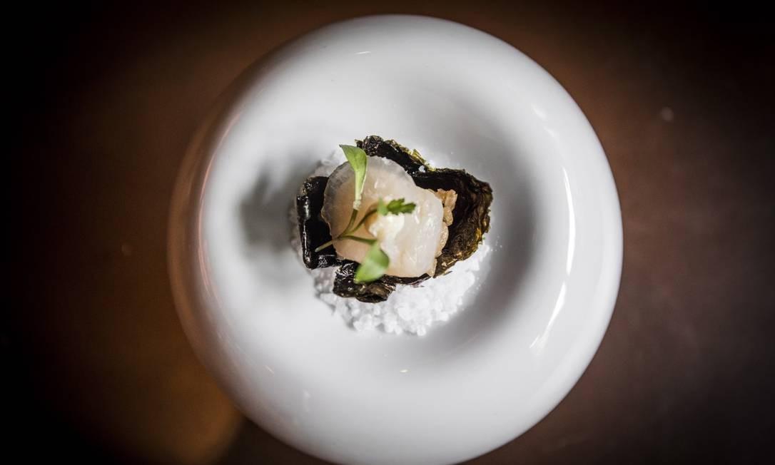 O Oro, de Felipe Bronze, é o primeiro restaurante carioca a conquistar duas estrelas Michelin, ao lado dos paulistanos D.O.M. e Tuju. Av. Gen. San Martin 889, Leblon (2540-8768) Barbara Lopes/Agência O Globo