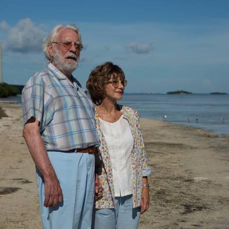 Os atores Donald Sutherland e Helen Mirren em cena do filme