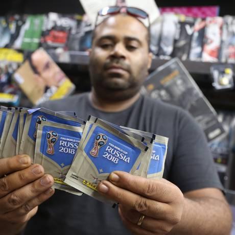 Jornaleiros temem furtos e mensagens de celular alertam colecionadores para risco Foto: Pedro Teixeira / Agência O Globo