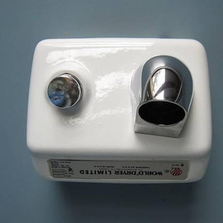 Cientistas descobriram que secadores de mão espalham bactérias Foto: Flickr / Venture Vancouver
