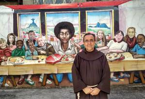 'Já fiquei algumas vezes em meio ao fogo cruzado, indo celebrar a missa', diz religioso em desabafo Foto: Gustavo Goulart