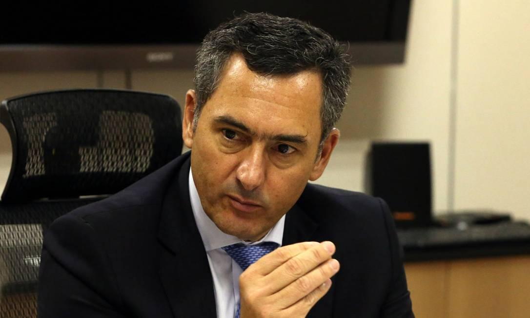 O ministro da Fazenda, Eduardo Guardia, durante entrevista Foto: Givaldo Barbosa / Agência O Globo