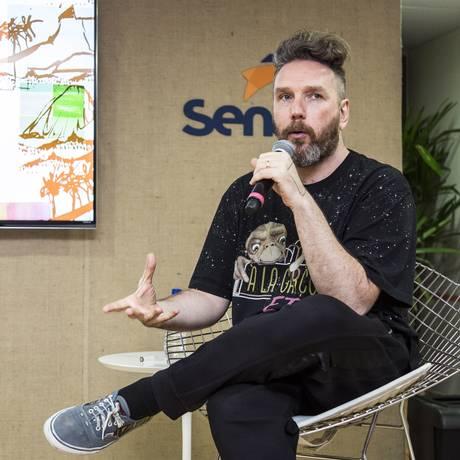 Alexandre Herchcovitch durante palestra na quinta edição do Veste Rio Foto: Hermes de Paula / Agência O Globo