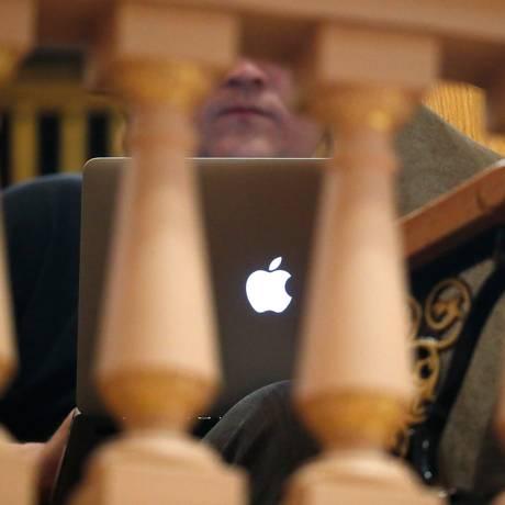 Logotipo da Apple em um MacBook Foto: David Zalubowski / AP/Arquivo