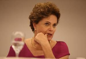 A ex-presidente Dilma Rousseff, durante entrevista coletiva no Rio de Janeiro Foto: Pedro Teixeira/Agência O Globo/26-03-2018