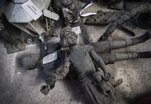 Obras de bronze no depósito Gerência de Monumentos e Chafarizes da prefeitura Foto: Guito Moreto / Agência O Globo