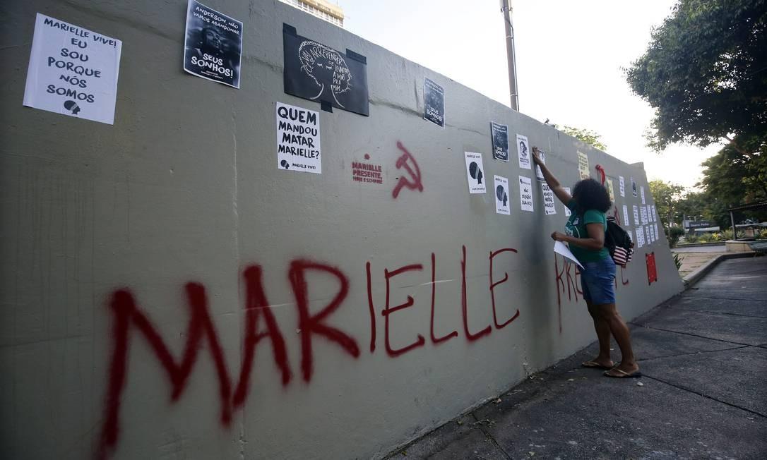 Marielle está presente em vários espaços da praça Saens Pena Foto: MARCOS DE PAULA / Agência O Globo