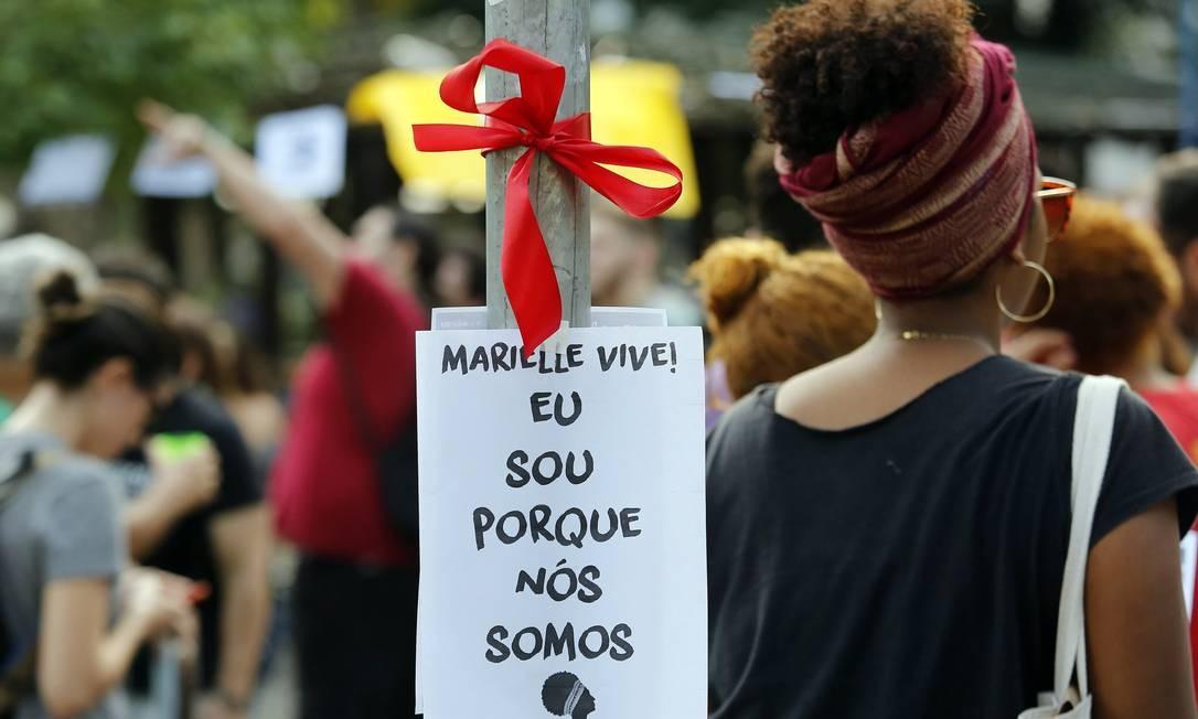 'Amanhecer na Praca por Marielle e Anderson', na manhã deste sabado, na Praca Saens Pena, na Tijuca Foto: MARCOS DE PAULA / Agência O Globo