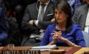 A embaixadora dos EUA nas Nações Unidas, Nikki Haley, participa da reunião do Conselho de Segurança da instituição na tarde deste sábado para tratar do ataque de seu país à Síria: ação ilegak do ponto de vista do direito internacional Foto: AFP/Drew Angerer