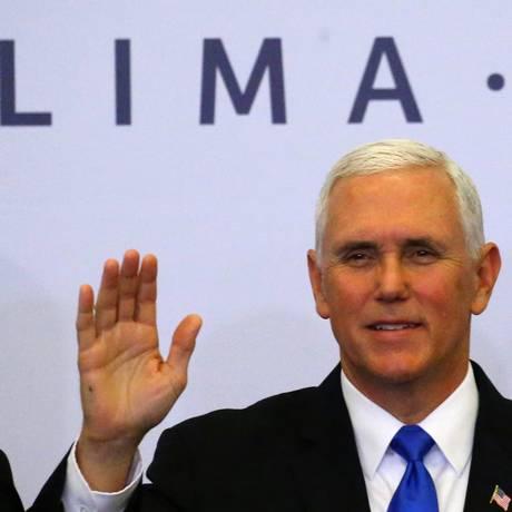 Vice-presidente americano, Mike Pence, posa no fim da reunião de cúpula dos países da América Latina Foto: REUTERS/IVAN ALVARADO/14-04-2018