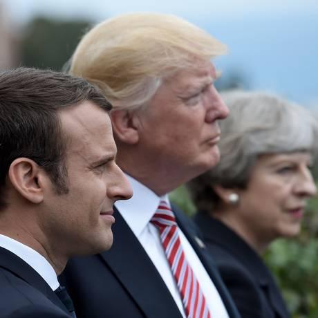 Macron (em primeiro plano), acompanhado de Trump e Theresa May, premier do Reino Unido: aliança militar foi responsável por ultimos ataques à Síria Foto: STEPHANE DE SAKUTIN / AFP