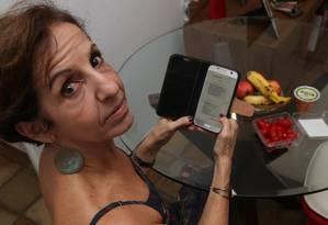 """Mensagem indigesta. A carioca Vânia Furtuna, que não come carne há 33 anos, recebe torpedos da churrascaria Carretão: """"Nunca pisei lá. Como conseguiram meu contato?"""" Foto: Pedro_Teixeira / Pedro Teixeira"""