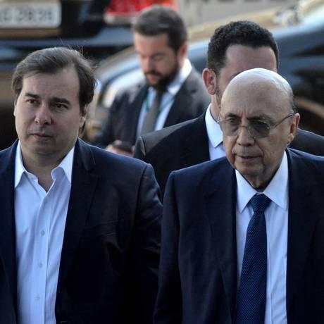 O presidente da Câmara, Rodrigo Maia (DEM-RJ) e o ex-ministro Henrique Meirelles (PMDB-GO) Foto: Renato Costa / Agência O Globo