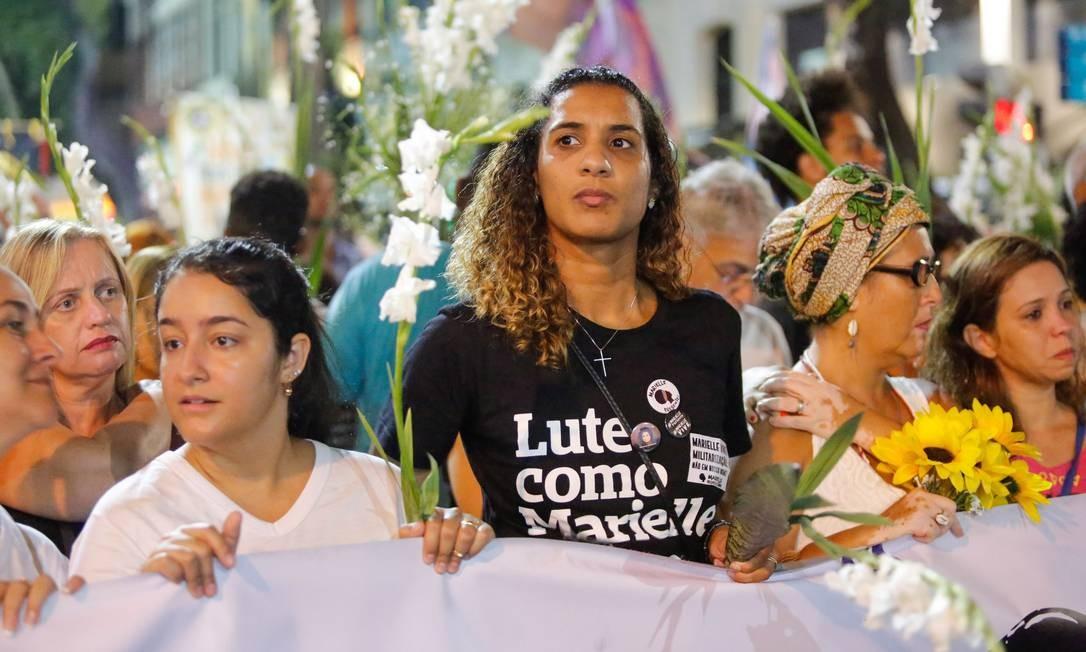 Agatha Reis, mulher de Anderson, e Anielle Silva, irmã de Marielle, participam de marcha para marcar um mês do crime que chocou o Brasil e o mundo Foto: Brenno Carvalho / Agência O Globo