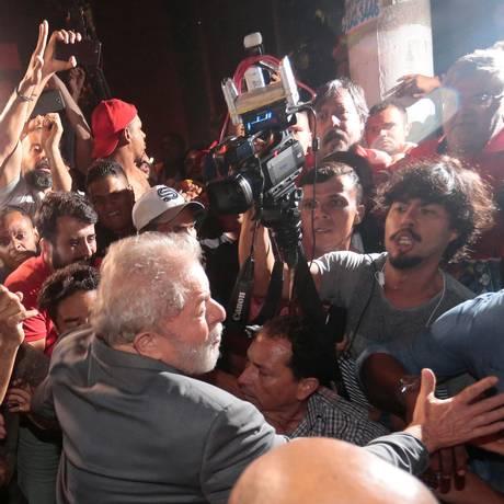 O ex-presidente Lula no dia em que se entregou à Polícia Federal Foto: STRINGER / REUTERS 7/04/2018