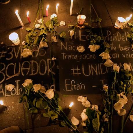 Homenagem em Quito lembra a equipe jornalística sequestrada e morta na Colômbia Foto: RODRIGO BUENDIA / AFP