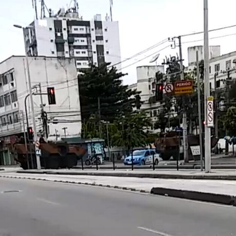 Tanques do Exército na Rua Cândido Benício Foto: Reprodução