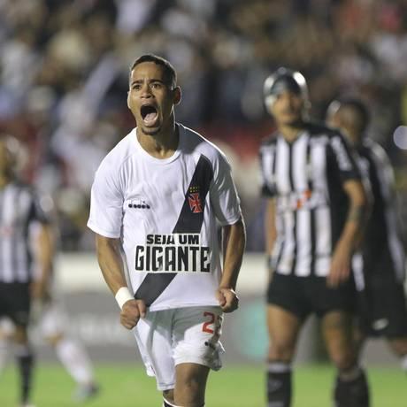 Yago Pikachu comemora o gol da vitória do Vasco sobre o Atlético-MG Foto: Márcio Alves / Agência O Globo