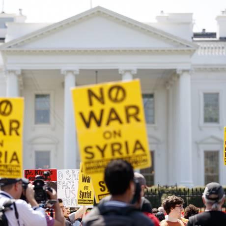 Protesto contra o ataque à Síria em frente à Casa Branca Foto: Carolyn Kaster / AP