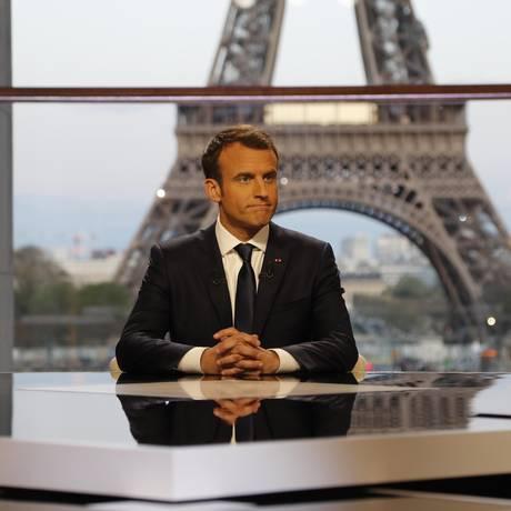 Macron posa durante entrevista a canal de TV Foto: POOL / REUTERS