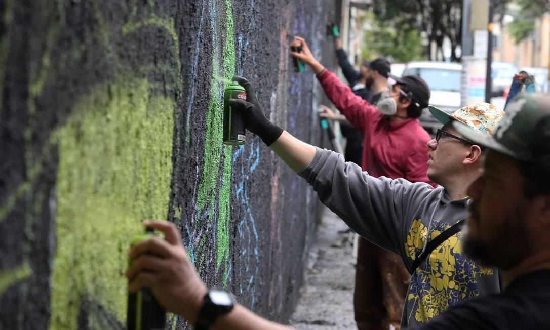 Projeto 'Revitaliza!' realiza ações contra a violência na Praça da Bandeira Foto: Pedro Teixeira / Agência O Globo