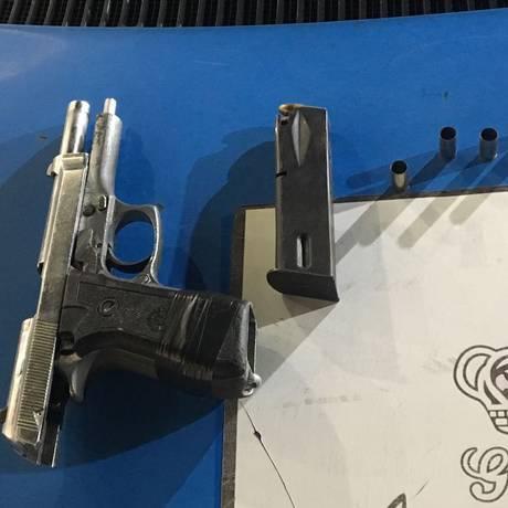 A arma apreendida no posto de gasolina alvo de assalto Foto: Polícia Militar / Divulgação