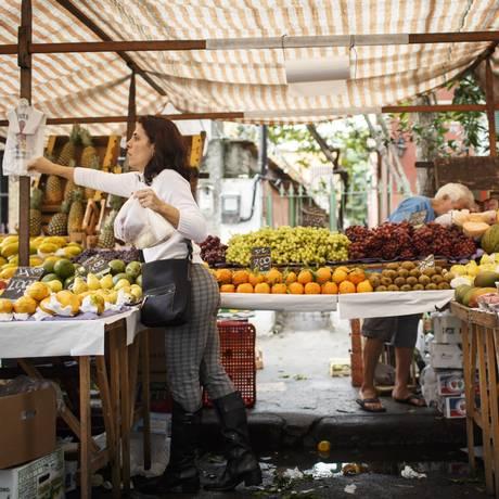 Preço dos alimentos vem caindo e derrubando a inflação. Analistas de mercado projetam IPCA menor este ano. Fernando Lemos / Agencia O Globo Foto: Fernando Lemos / Agência O Globo