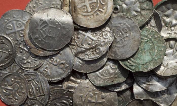 Garoto de 13 anos encontra tesouro do século 10 na Alemanha