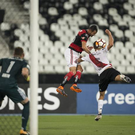 Flamengo e River Plate no Nilton Santos Foto: Guito Moreto / Agência O Globo