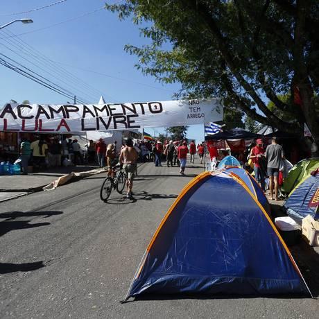 Acampamento Lula Livre em Curitiba Foto: PABLO JACOB / Agência O Globo 12/04/2018