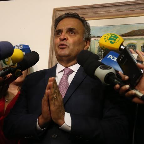 O senador Aécio Neves (PSDB-MG), durante entrevista coletiva Foto: Givaldo Barbosa / Agência O Globo