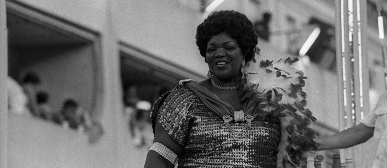 Ivone Lara em desfile na Sapucaí em 1985 Foto: Jorge Marinho / Agência O Globo