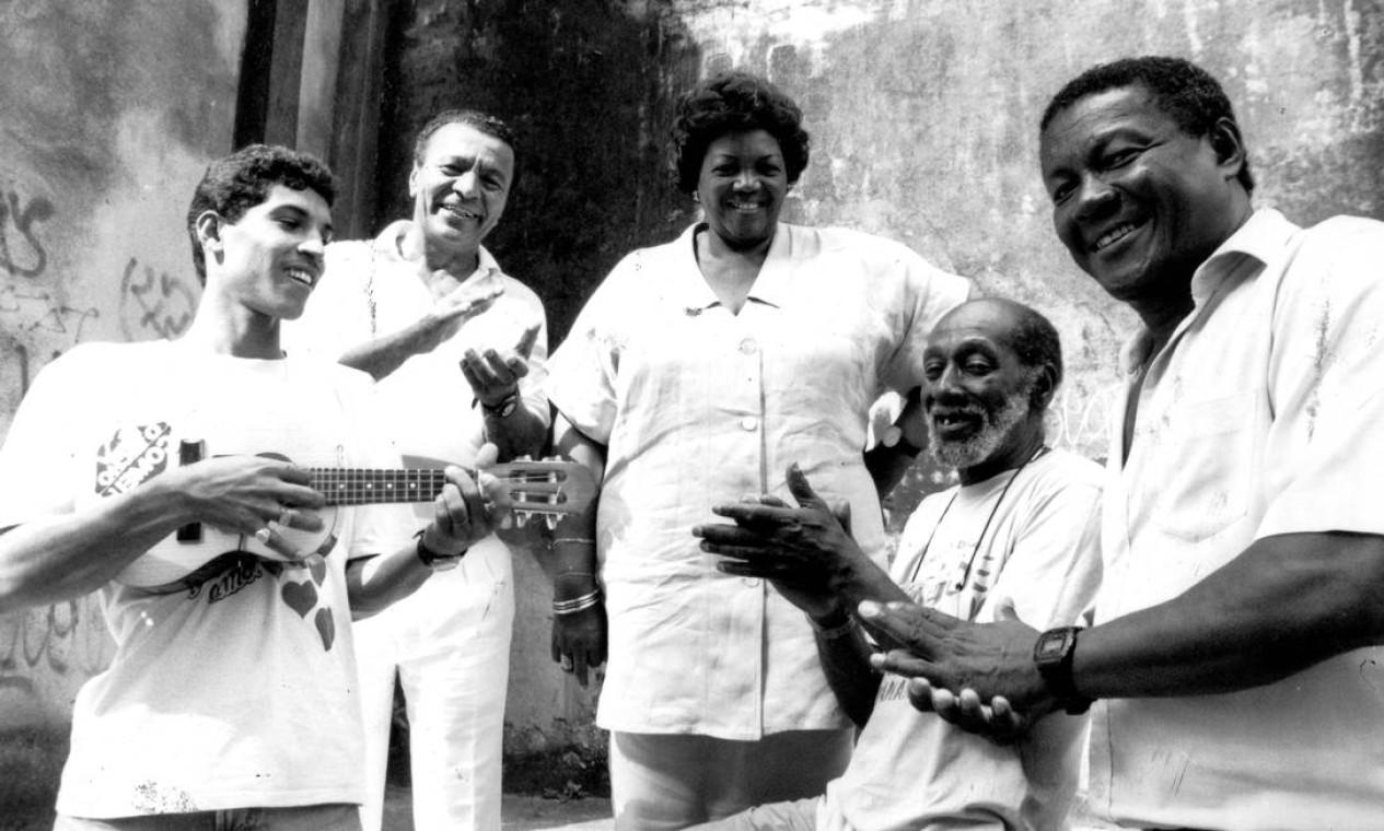 Com Luizinho do Cabuçu (com o cavaquinho), Monarco da Portela, Nelson Sargento e Wilson Moreira em 1991 Foto: Selmy Yassuda / Agência O Globo