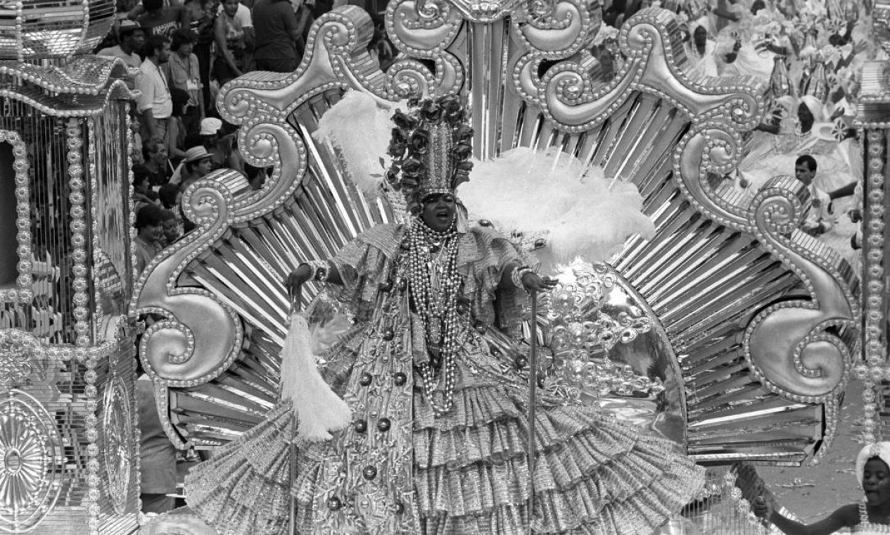 No abre-alas da Império Serrano, com o enredo ''Mãe baiana mãe'', em 1983 Foto: Eurico Dantas / Agência O Globo