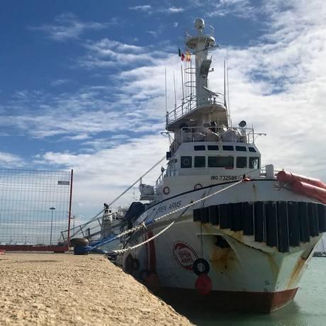 Navio da Proactiva Open Arms em porto da Sicília onde esteve detido Foto: Alessio Tricani / AP