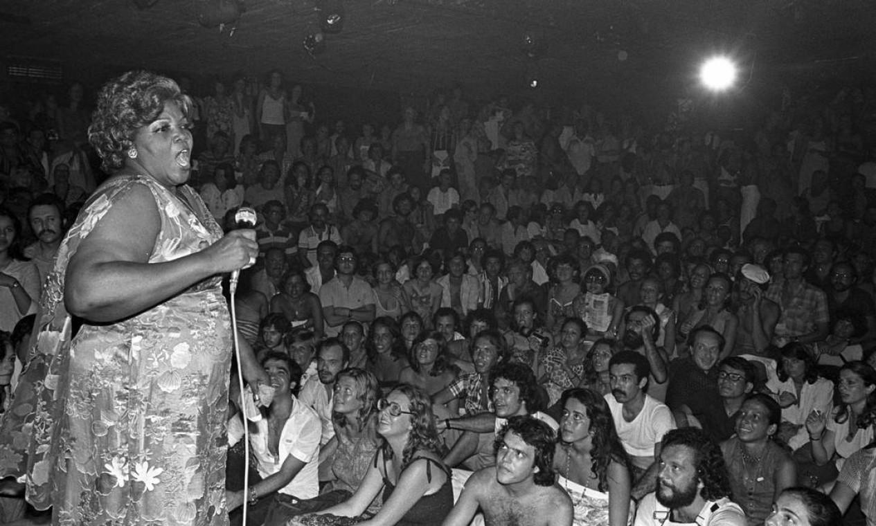 Em apresentação no Teatro Opinião, em 1978 Foto: Agência O Globo