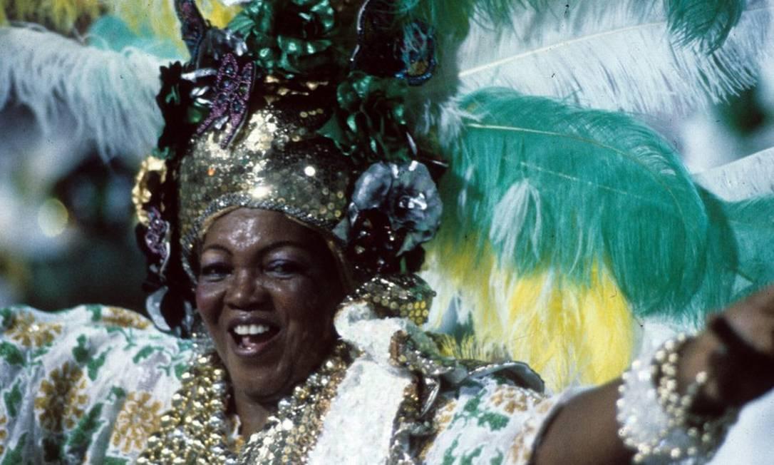 """Dona Ivone Lara no desfile do Império Serrano, com o enredo """"Histórias da Nossa História"""" em 1990 Foto: Infoglobo"""