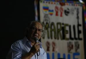 O ativista Adolfo Pérez Esquivel, em visita ao Complexo da Maré, no Rio de Janeiro Foto: Pablo Jacob / Agência O Globo