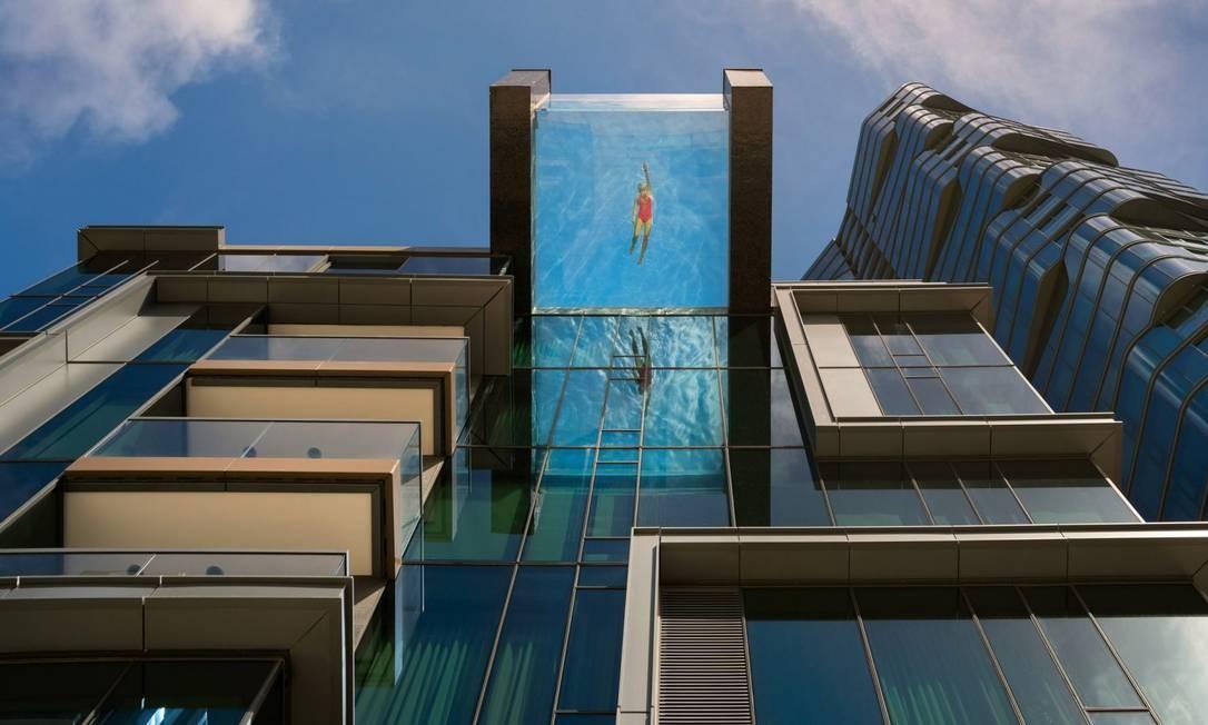"""Se você tem vertigem com altura, prepare-se: construções modernas estão colocando a piscina nas alturas! Inaugurado este ano, o complexo Anaha, na capital do Havaí, Honolulu, é um dos prédios que """"esticaram"""" sua piscina para fora Foto: Anaha/Divulgação"""