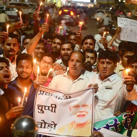 Protestos contra a falta de ação do primeiro-ministro em relação aos recentos estupros infantis Foto: SANJAY KANOJIA / AFP