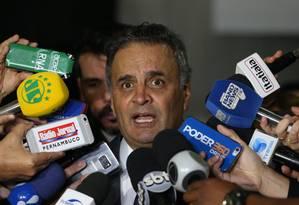 O senador Aécio Neves (PSDB-MG), durante entrevista Foto: Givaldo Barbosa / Agência O Globo
