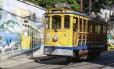 Cartão-postal de Santa Teresa, o bondinho tem apenas cinco veículos fazendo o trecho do Largo da Carioca à Praça Odylo Costa Neto