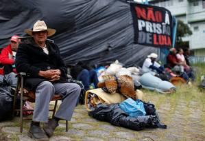 Manifestantes pró-Lula retiram acampamento próximo à PF de Curitiba Foto: RODOLFO BUHRER / REUTERS