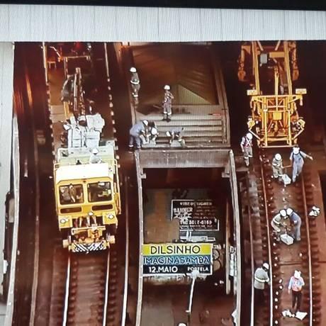 Composição de manutenção na estação Colégio Foto: Reprodução/TV Globo